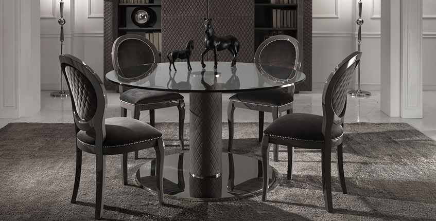 Итальянские белые стол и стулья из натурального дерева